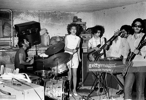 British showgirl Minnie Minoprio singing with the band Le Emozioni The band is formed by Italian drummer Silvio D'Angiolillo Italian bassist Gianni...