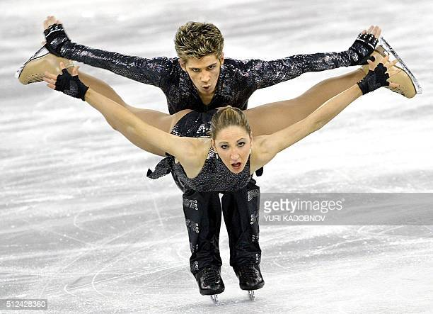 British Sinaed Kerr and John Kerr perform their free program in the 2004 European figure skating championships finals at Budapest's Sport Arena 06...