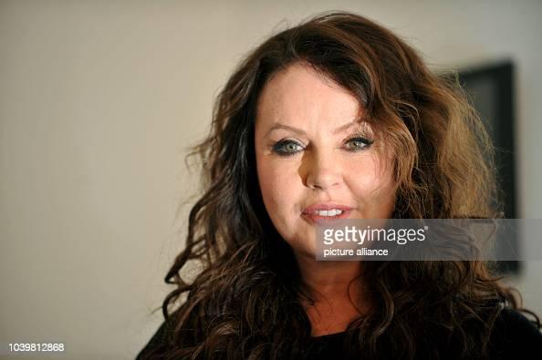 foto de British singer and actress Sarah