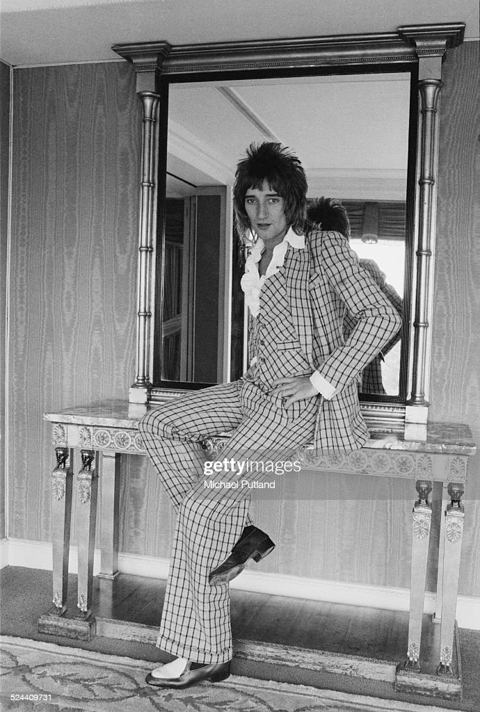 British singer and songwriter Rod Stewart wearing a checked suit, London, September 1974.