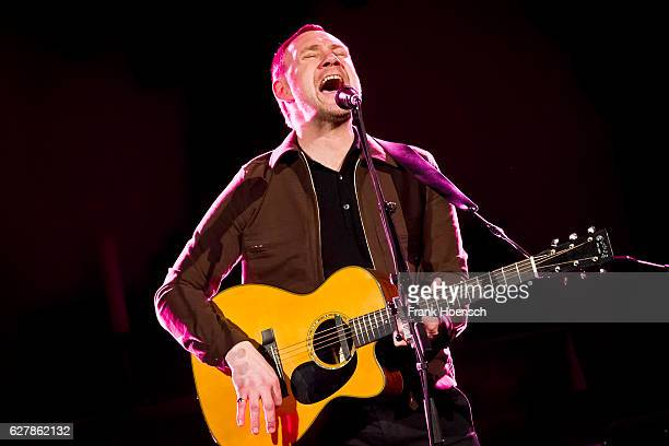 British singer David Gray performs live during a concert at the Passionskirche on December 5 2016 in Berlin Germany