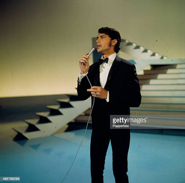 1968 British singer Engelbert Humperdinck performs on the television series 'The Bruce Forsyth Show' in 1968