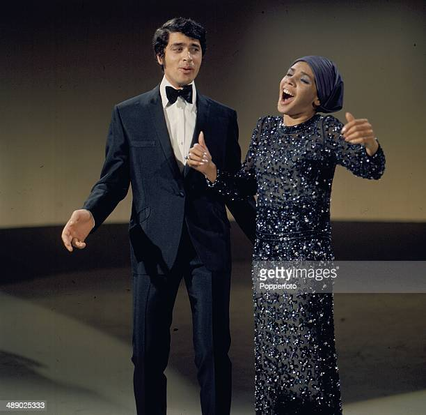 British singer Engelbert Humperdinck performs with Shirley Bassey on the set of his television series 'The Engelbert Humperdinck Show' in 1967