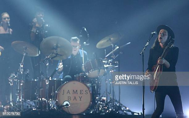 British singer James Bay performs during the BRIT Awards 2016 in London on February 24, 2016. / AFP / JUSTIN TALLIS / RESTRICTED TO EDITORIAL USE, TO...