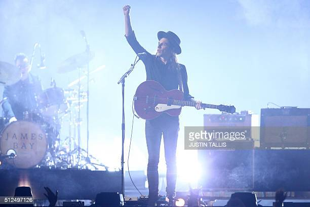 British singer James Bay performs during the BRIT Awards 2016 in London on February 24 2016 / AFP / JUSTIN TALLIS / RESTRICTED TO EDITORIAL USE TO...