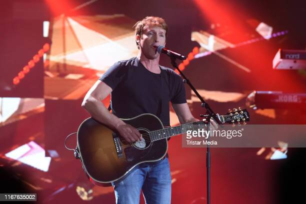 """British singer James Blunt performs on stage during the """"SWR3 New Pop Festival - Das Special on September 12, 2019 in Baden-Baden, Germany."""