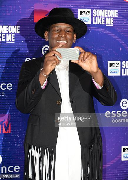British singer Labrinth poses for pictures as he arrives for the 2014 MTV Europe Music Awards in Glasgow Scotland on November 9 2014 AFP PHOTO / OLI...