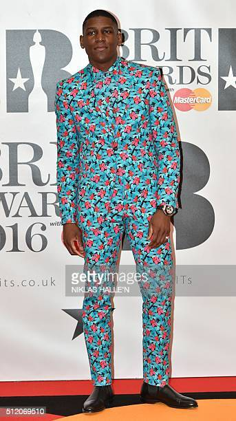 British singer Labrinth poses on the red carpet after arriving to attend the BRIT Awards 2016 in London on February 24 2016 / AFP / NIKLAS HALLE'N /...