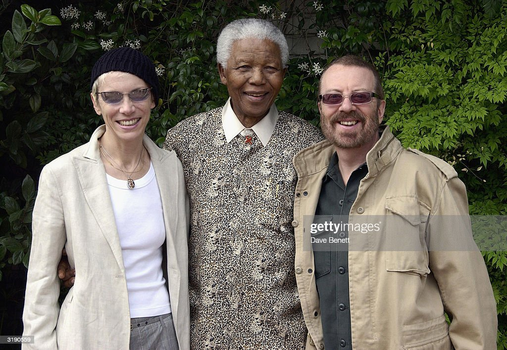British singers Annie Lennox and Dave Stewart visit Nelson Mandela's home outside Cape Town prior to the 'Give 1 Minute to AIDS' concert for The Nelson Mandela Foundation's 46664 campaign held at Greenpoint Stadium on November 27, 2003 in Cape Town, South Africa. (Photo by Dave Benett/Getty Images).