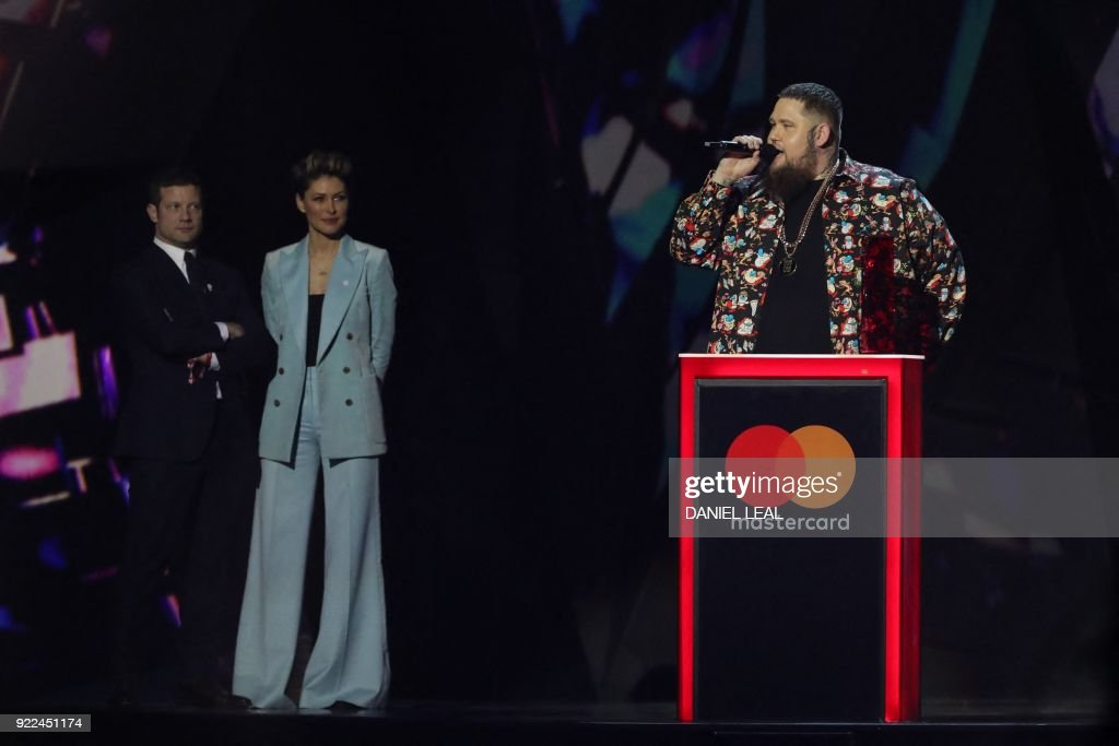 BRITAIN-ENTERTAINMENT-MUSIC-AWARD-BRITS : Photo d'actualité