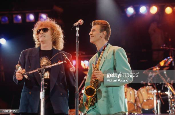 British singersongwriters Ian Hunter and David Bowie David Bowie perform 'All the Young Dudes' at Wembley London UK 20th April 1992