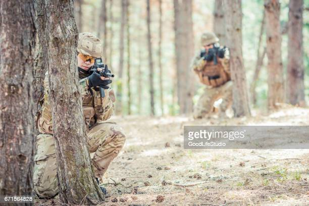 british soldiers in an ambush - british military stock photos and pictures