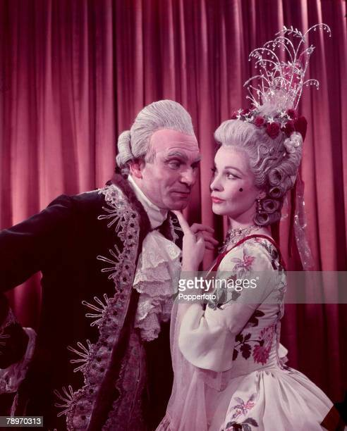 1949 British stage and screen actor Laurence Oliver and British actress Vivien Leigh appear as the characters Sir Peter and Lady Teazle from the play...