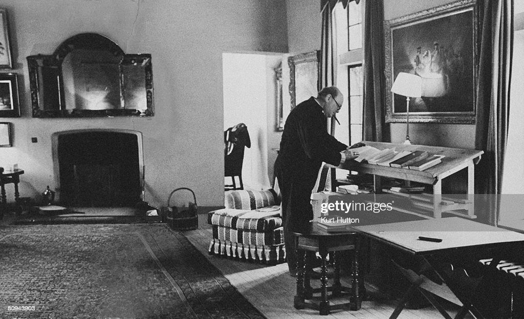Churchill At Work : News Photo