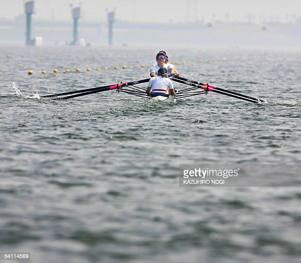 British team Loretta Williams Alan Crowther KatieGeorge Naomi Riches and Alistair Mclean row their boat during an adaptive competition of Legs Trunk...