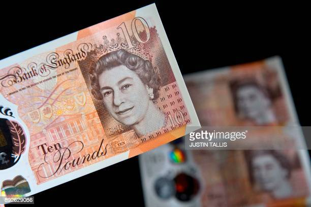British ten pound sterling notes are arranged for a photograph in London on December 14 2017 / AFP PHOTO / Justin TALLIS