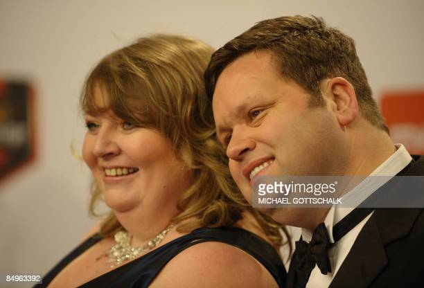 British tenor Paul Potts and his wife JulieAnn pose on the red carpet of the Echo music awards in Berlin on February 21 2009 in Berlin The prize by...