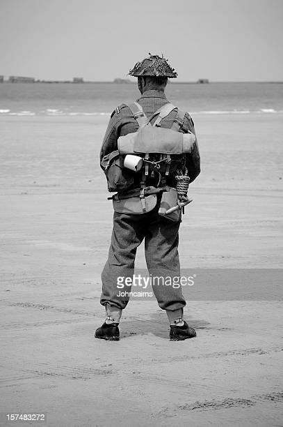 british tommy ww2. - dunkirk evacuation stock pictures, royalty-free photos & images