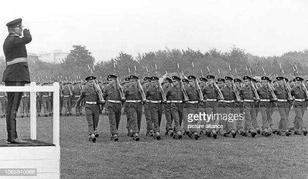 "British troops during the dress rehearsal for the birthday parade for the British queen in the ""Rhine Centre"" in Düsseldorf on 29 May 1956. The..."