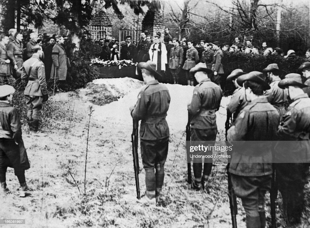 The Red Baron Burial : News Photo