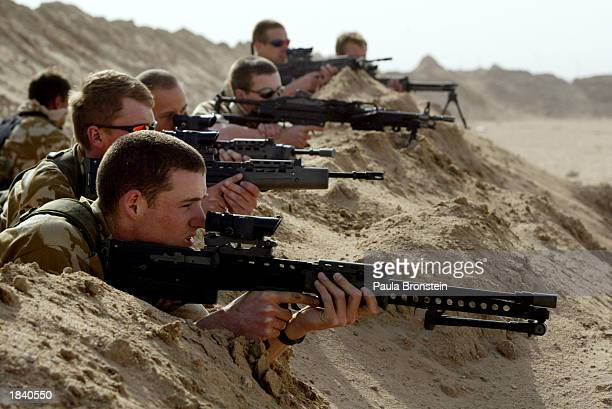 british troops train in kuwait - royal marines stock pictures, royalty-free photos & images