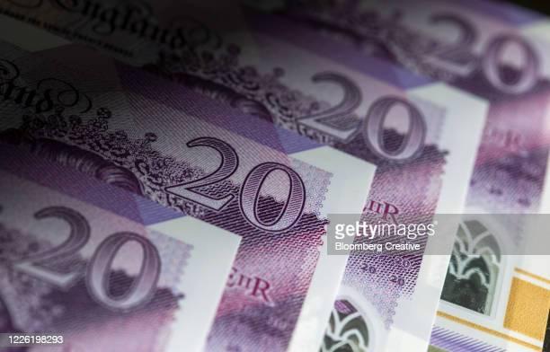 british twenty pound banknotes - twenty pound note stock pictures, royalty-free photos & images