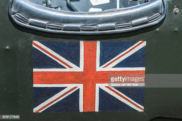 """british union jack flag on a vintage bentley classic car - """"sjoerd van der wal"""" stock pictures, royalty-free photos & images"""