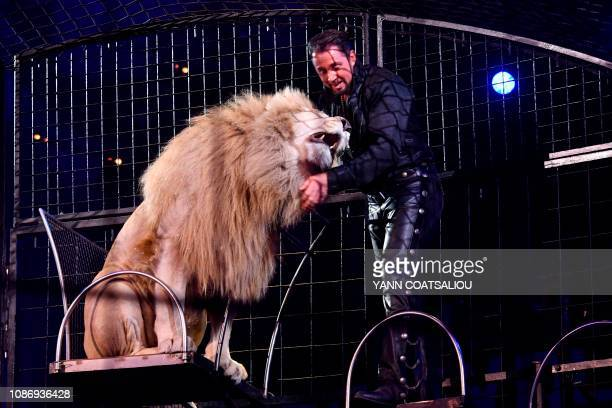 British wild cat trainer Martin Lacey Junior performs with a lion during the gala of the 43th MonteCarlo International Circus Festival in Monaco on...