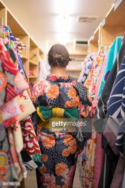 レンタル着物店でイギリス人女性