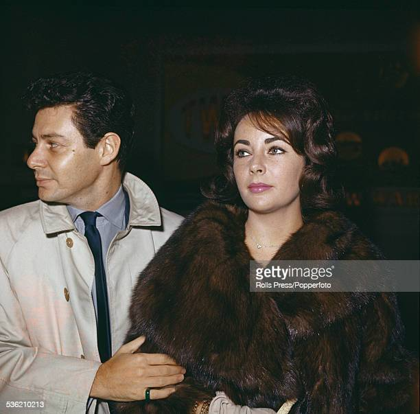 BritishAmerican actress Elizabeth Taylor pictured with her fourth husband singer and entertainer Eddie Fisher in the United States circa 1960...