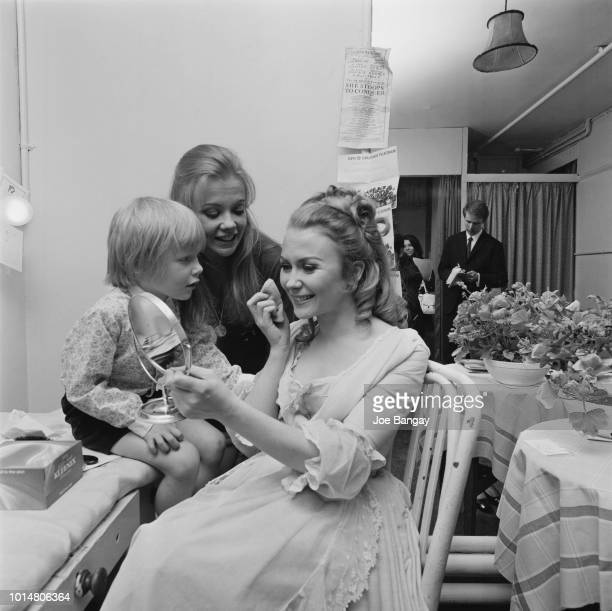 BritishAmerican actress Juliet Mills with her son Sean Alquist and sister English actress Hayley Mills backstage at the Garrick Theatre where she is...