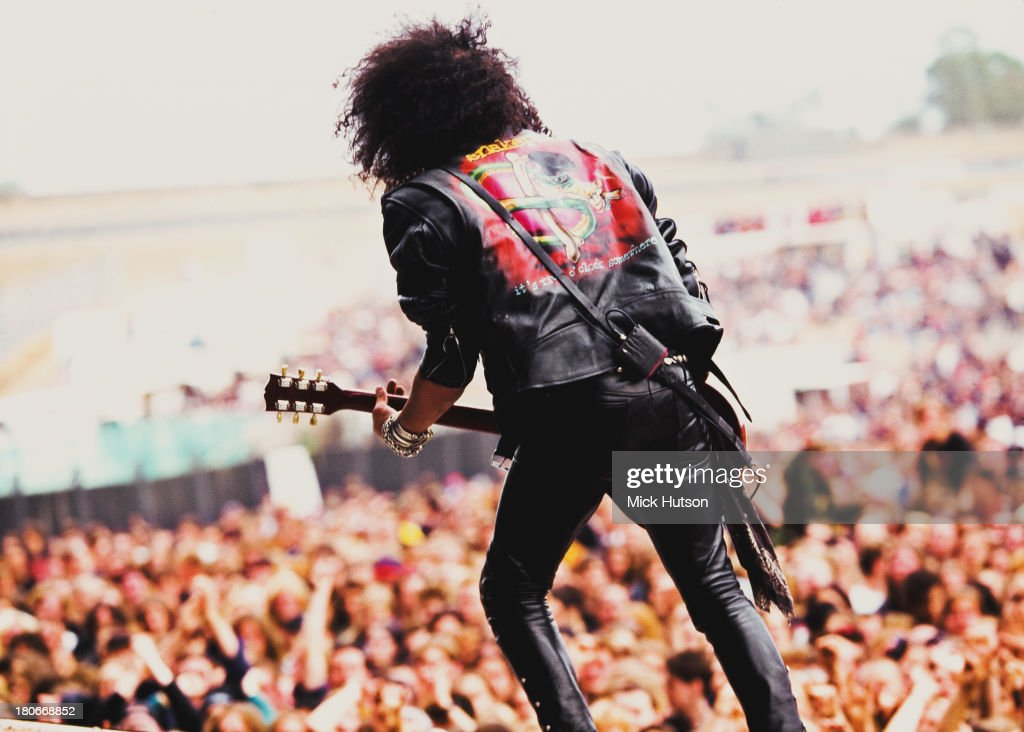 British-American guitarist Slash (Saul Hutson) performing with American rock group Slash's Snakepit at the Monsters of Rock festival at Donington Park, Leicestershire, 26th August 1995.