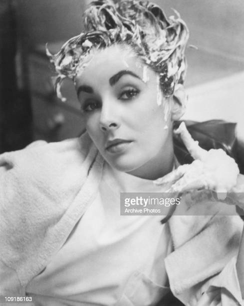 Britishborn actress Elizabeth Taylor with shampoo in her hair 1952
