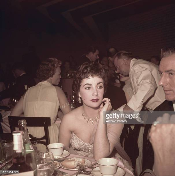 Britishborn American actress Elizabeth Taylor with her husband British actor Michael Wilding at the 26th Academy Awards held at the RKO Pantages...