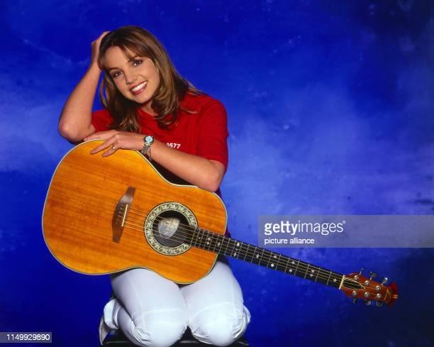 Britney Spears, amerikanische Popsängerin, bei einem Promoshooting in München, Deutschland 1999. American pop singer Britney Spears during a...