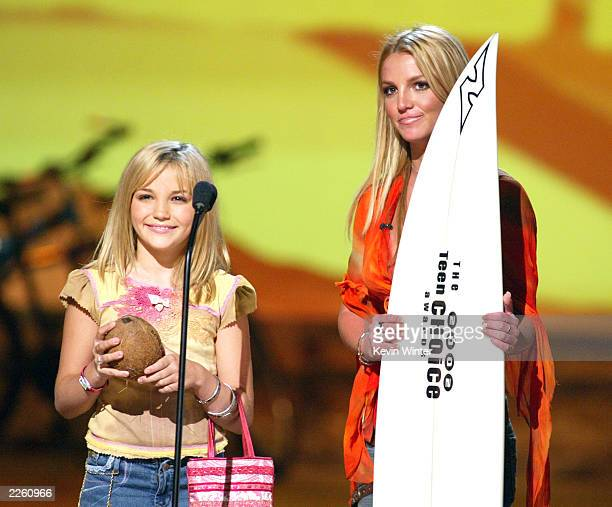 Britney Spears and her sister Jamie Lynn Spears at The Teen Choice Awards 2002 at the Universal Amphitheatre in Los Angeles Ca Sunday August 4 2002...