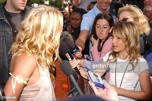 Britney Spears and Jamie Lynn Spears during Nickelodeon's 16th Annual Kids' Choice Awards 2003 Arrivals at Barker Hangar in Santa Monica CA United...