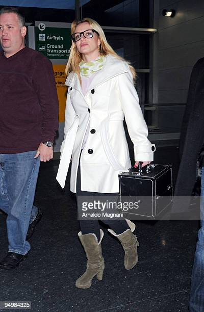 Britney Spears arrives at JFK airport on December 21 2009 in the Queens borough of New York City