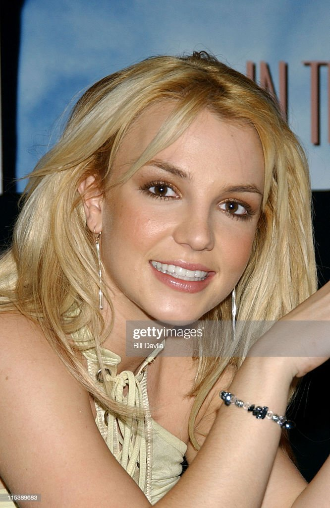 "Britney Spears' New Album ""In The Zone"" CD Signing"