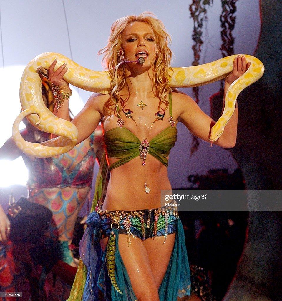 2001 MTV Video Music Awards - Show : ニュース写真