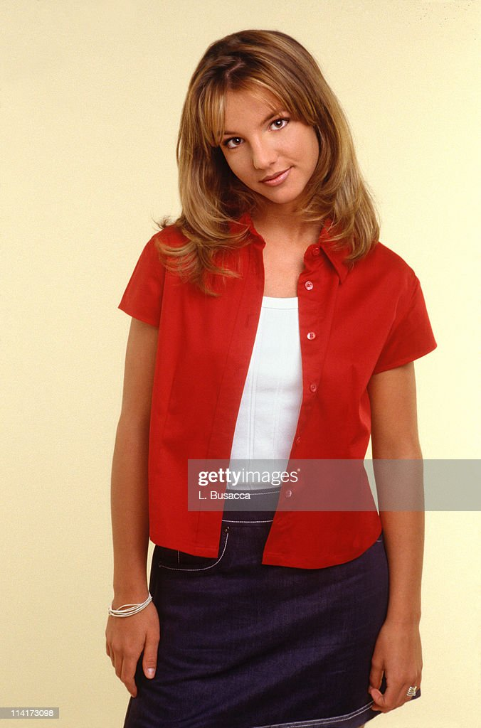 Britney Spears poses during a portrait session on October 2, 1998 in Los Angeles, California.