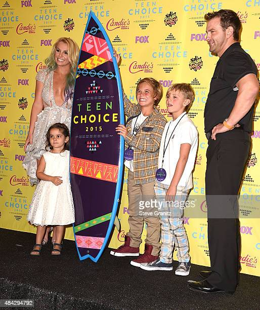 Britney Spears poses with Maddie Briann Aldridge Sean Preston Federline and Jayden James Federline poses in the press room at the Teen Choice Awards...