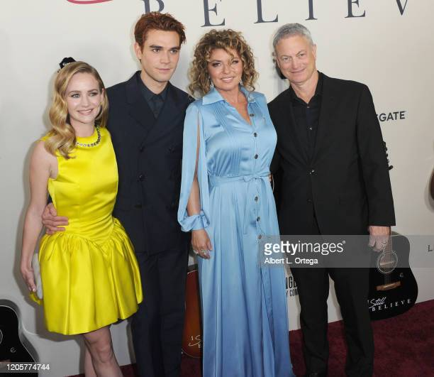 Britt Robertson AJ Kapa Shania Twain and Gary Sinise arrive for the Premiere Of Lionsgate's I Still Believe held at ArcLight Hollywood on March 7...