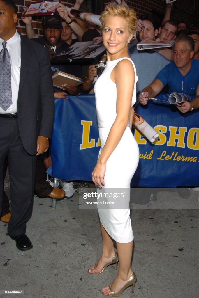 Matt Damon and Brittany Murphy Arrive at The Late Show with David Letterman : News Photo
