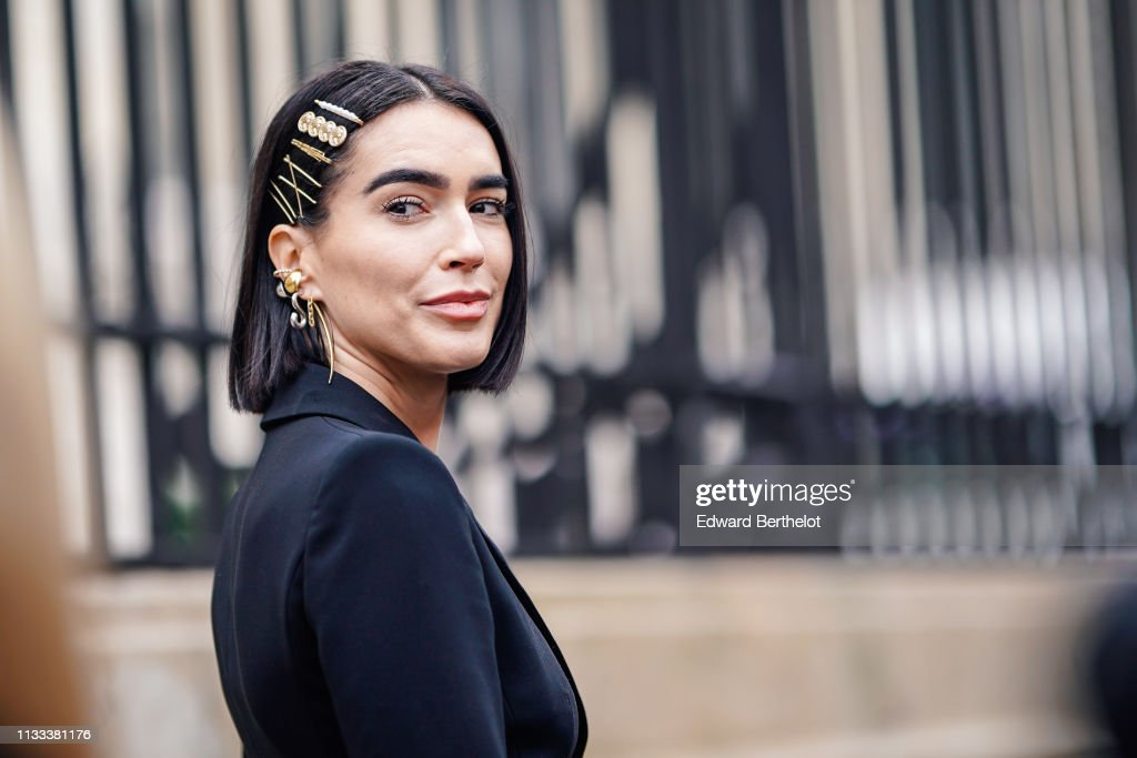 Street Style - Paris Fashion Week Womenswear Fall/Winter 2019/2020 : Day Six : Foto di attualità
