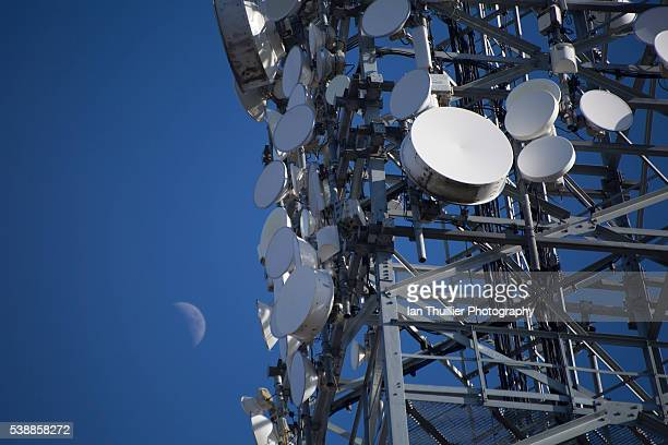 broadband mast - communications tower stock pictures, royalty-free photos & images