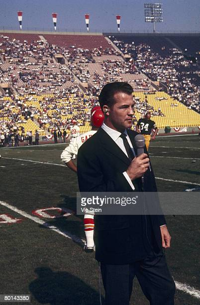 CBS broadcaster and former player Frank Gifford does a piece before Super Bowl I a 3510 Green Bay Packers victory over the Kansas City Chiefs on...