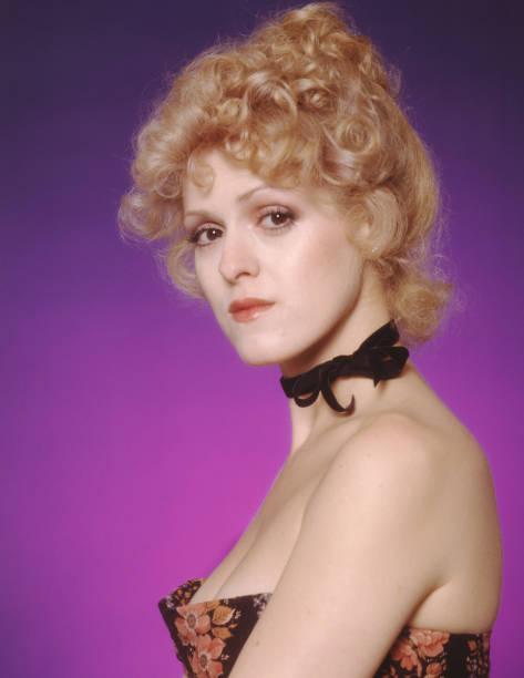 broadway-actress-bernadette-peters-poses