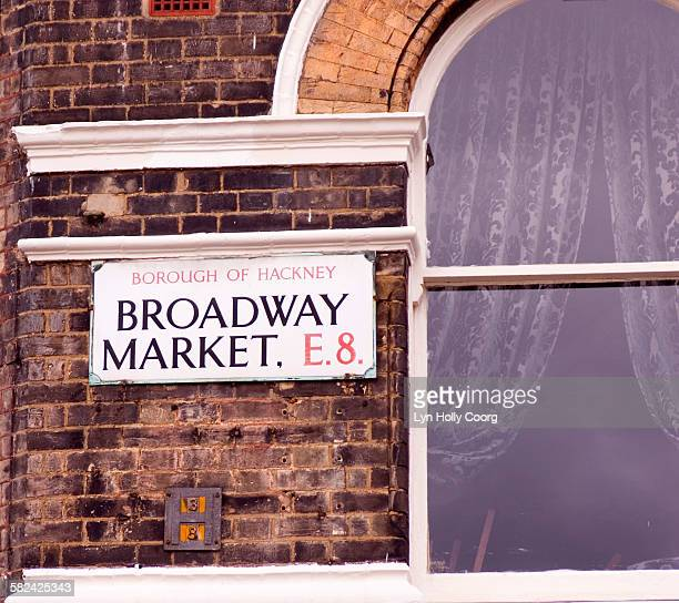 broadway market sign on brick wall - lyn holly coorg stock pictures, royalty-free photos & images