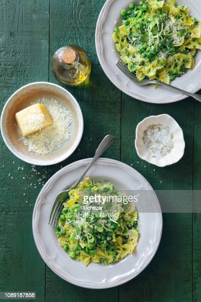 broccoli and basil pesto pasta salad with mint pea - pasta stock pictures, royalty-free photos & images